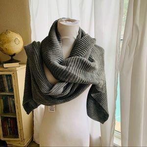 NEW GRAY Knit oblong scarf